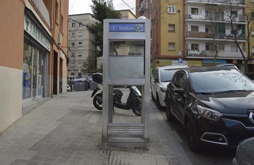 La cabina telefònica de Sant Genís és, pràcticament, un tresor patrimonial. Foto: Cristian López