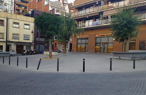 Una imatge actual de la plaça d'Isop, on fa 5 anys hi va haver l'esvoranc. Foto: Línia Horta
