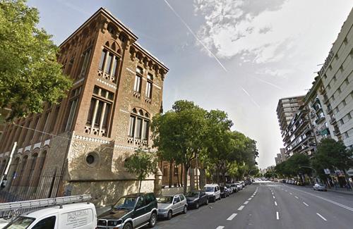 Una imatge d'arxiu de l'exterior de l'Institut les Corts. Foto: Google Maps
