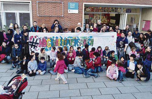 Una imatge de la protesta celebrada a davant de l'escola el passat 17 de febrer. Foto: AMPA