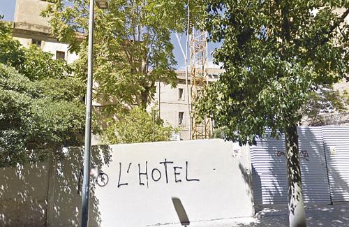 Imatge d'una pintada de rebuig a l'ampliació de la residència sacerdotal. Foto: Google Maps