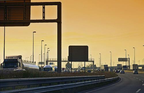 La lluita contra la contaminació passa per la reducció del trànsit rodat. Foto: Tomàs Fano