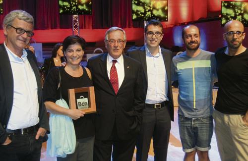 L'Associació de Llibreters Independents de la Vila de Gràcia va recollir, amb el seu president al capdavant, el guardó. Foto: Districte