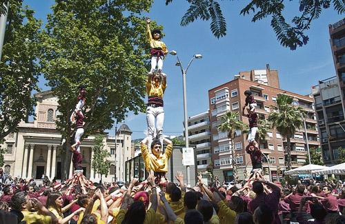 La diada castellera, un clàssic de la Festa Major. Foto: Districte