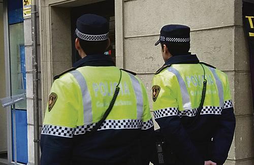 Una imatge de dos agents de la Guàrdia Urbana de servei. Foto: Guàrdia Urbana (Facebook)