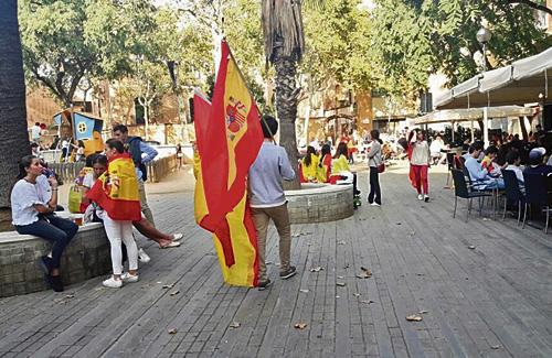 La plaça Artós, un dels punts de reunió de l'espanyolisme. Foto: Ignasi Salafranca
