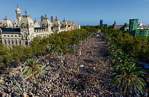 El passeig de Sant Joan de Barcelona es va omplir a vessar de manifestants a favor de la República Catalana. Foto: ANC (G. Peñarroja)