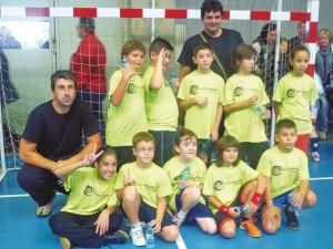 Un grup de joves recupera l'handbol a Montmeló