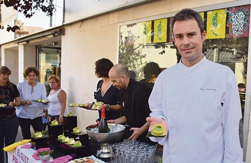 Jaume Viñallonga amb una de les seves creacions. Foto:Ajuntament