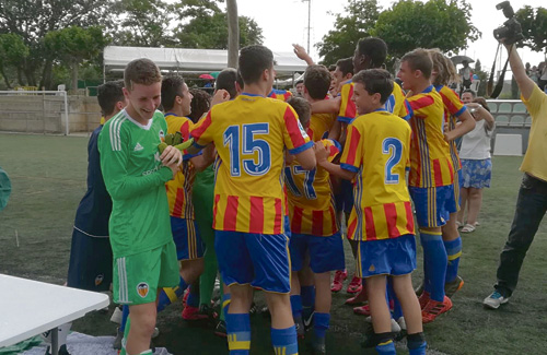 L'alegria dels jugadors valencianistes. Foto:CFC