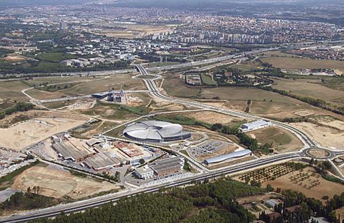 Vista aèria del terreny on es construiria el centre comercial. Foto: Territori