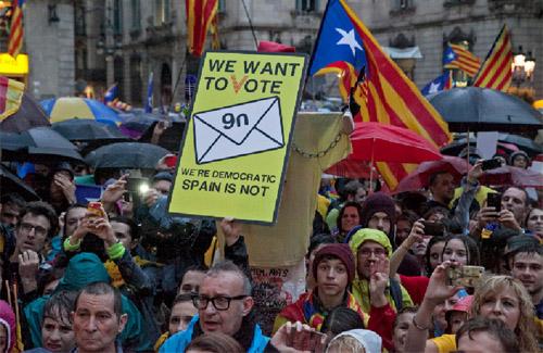 El clam popular a favor de la consulta es va estendre arreu del país. Foto: Lluís Brunet / ANC