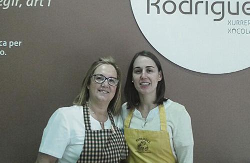 Rodríguez (dreta) és la nova presidenta dels comerciants de la Salut. Foto cedida