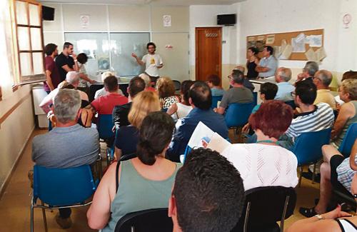 Reunió a la seu de l'Associació de Veïns de Can Rial. Foto: Ajuntament