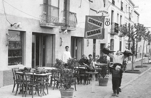 La tradició dels porrons a Abrera a mitjans del segle XX. Foto: Ajuntament