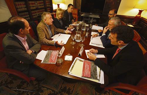 Imatge de la reunió on Foment va prendre el compromís històric. Foto: Aj. SJD