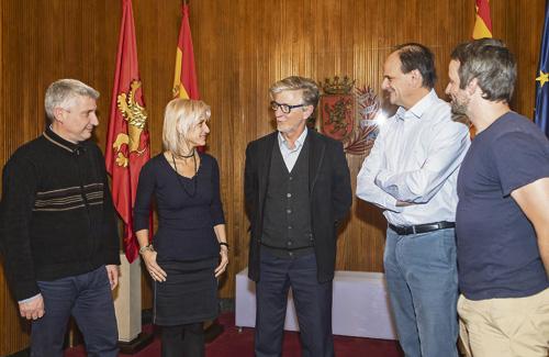 L'alcalde Pedro Santisteve amb els representants. Foto: Ajuntament de Saragossa