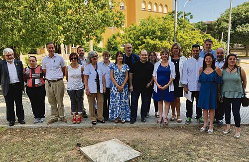Els alcaldes amb la consellera Alba Vergés. Foto: Departament de Salut