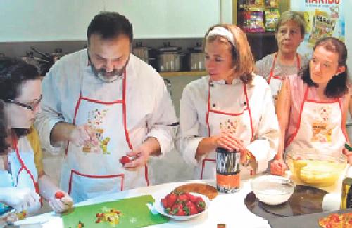 La xef Ada Parellada (centre) ha estat la convidada. Foto: Youtube
