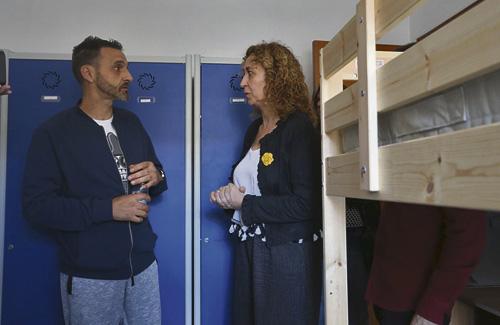 La consellera de Justícia visitant un pis per a presos. Foto: Justícia