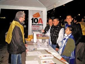 Es recullen 700 vots anticipats al partit Catalunya-Hondures
