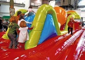 El Festival de la Infància omple de nens la Fira de Montjuïc