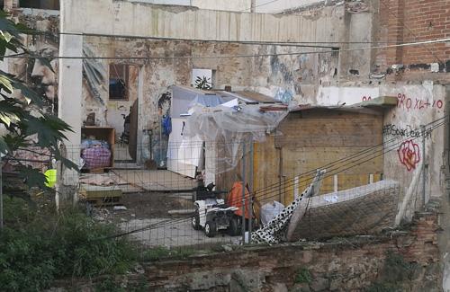 Una imatge del solar on hi ha l'assentament. Foto: El3.cat