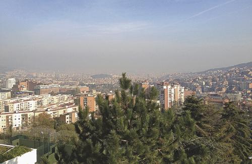 A causa de la poca pluja els episodis d'alta contaminació han estat més freqüents. Foto: Línia Sarrià