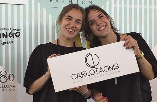Elisabet Carlota (esquerra), amb la seva companya Elisenda Oms. Foto: Facebook