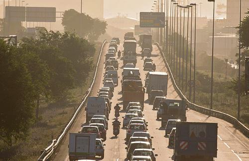 La contaminació de l'aire a l'àrea metropolitana és provocada principalment pel trànsit rodat. Foto: Robert Ramos