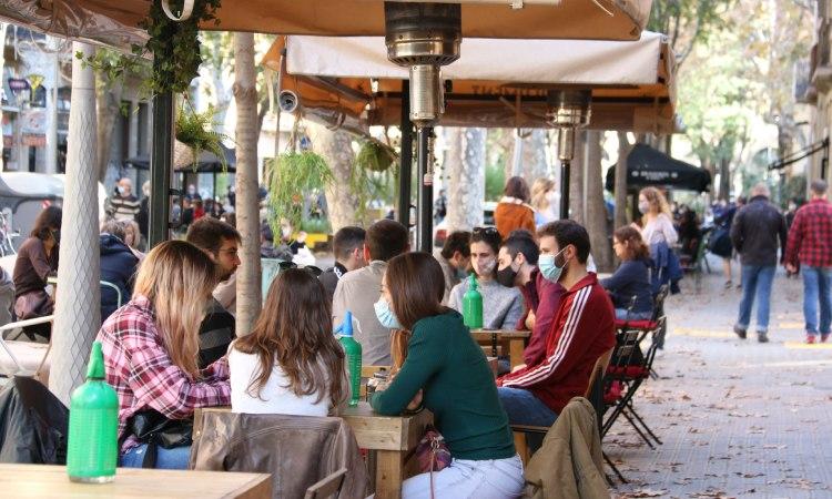 Aprovada l'ordenança que posarà ordre a les terrasses a Barcelona